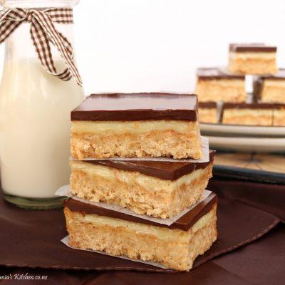 oaty caramel slice